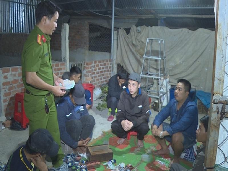 Bắt quả tang 10 đối tượng tụ tập đánh bạc tại Đắk Lắk, thu giữ hơn 30 triệu