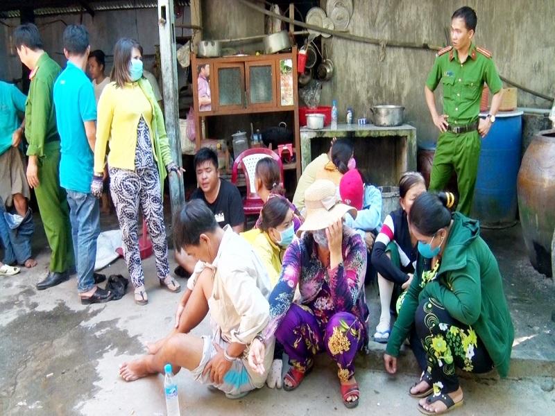 Triệt phá sới bạc có nhiều nam, nữ tham gia tại An Giang