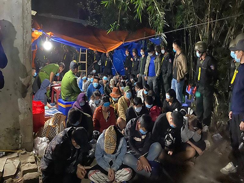 Triệt phá sới bạc của 32 đối tượng tại Bình Định, thu giữ 475 triệu đồng