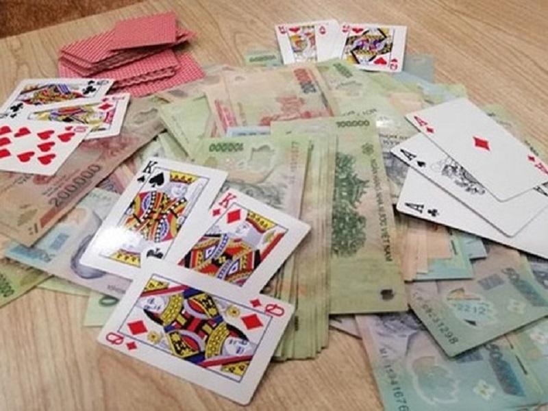 Triệt phá sòng bạc tại Hà Nội, phát hiện và xử lý cán bộ tham gia đánh bạc