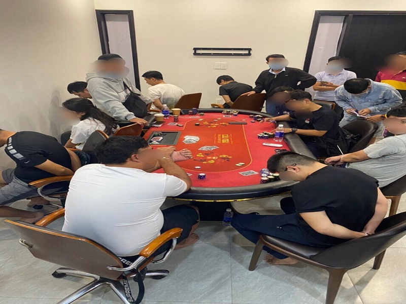 Triệt phá sòng bạc tại TP.HCM bắt quả tang nhiều con bạc, có người nước ngoài