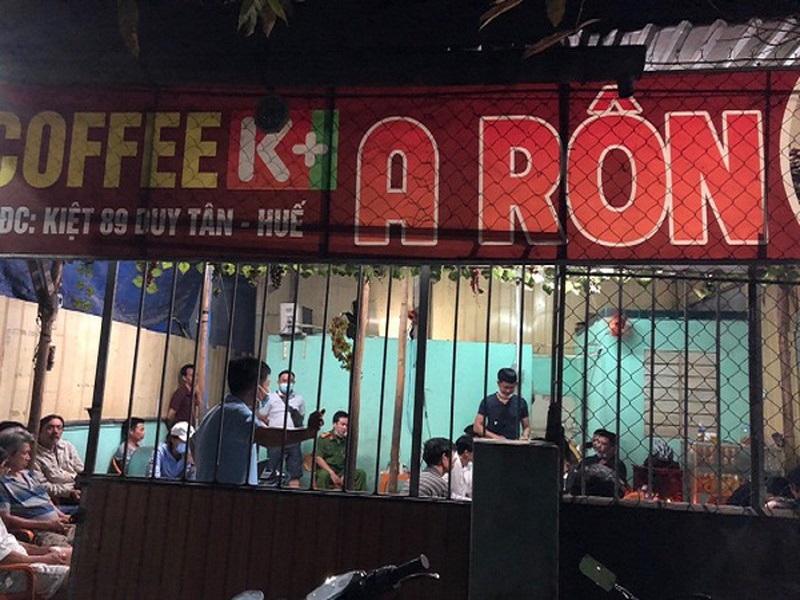 Đường dây đánh bạc qua mạng núp bóng quán cà phê bị bắt quả tang tại Huế